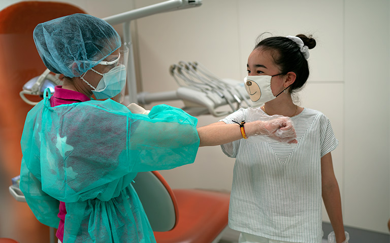 antes y depsues de tratamiento lorente ortodoncia